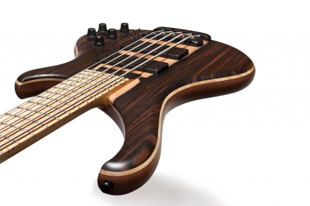 BassLine Buster CW 5 custom bass häussel pickups birdseye maple fretboard